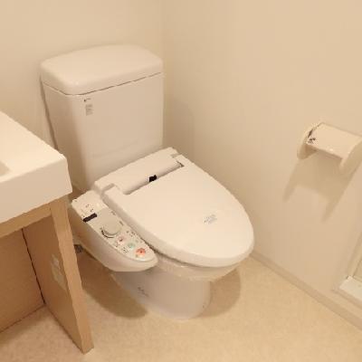 綺麗なトイレ、ウォシュレット付き♪