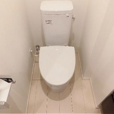 トイレはシンプル!コンセントあります