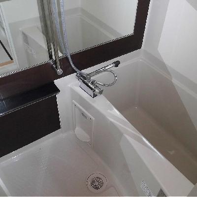 お部屋のわりに大きなお風呂