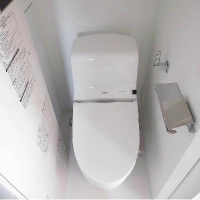 トイレは少し窮屈かも...