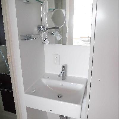 洗面台はシンプルです