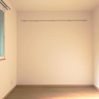 お部屋は6帖、少し狭いかも!