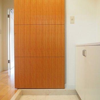 玄関もキレイです!スライドドアで仕切れます