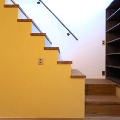 トントンと階段を登りましょう。