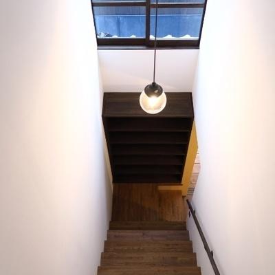 階段の天井高!しかも明るいなあ!