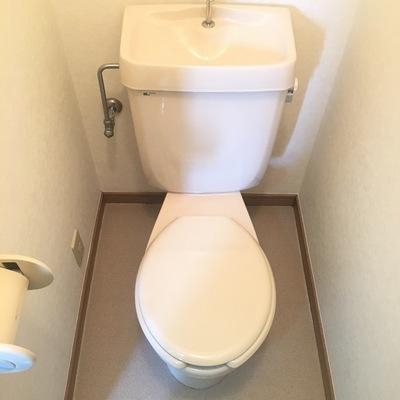 個室。ウォシュレットはついてません。