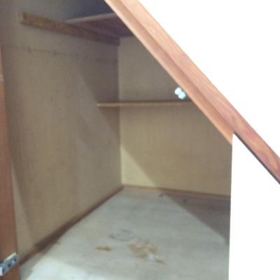 階段下の収納スペースです