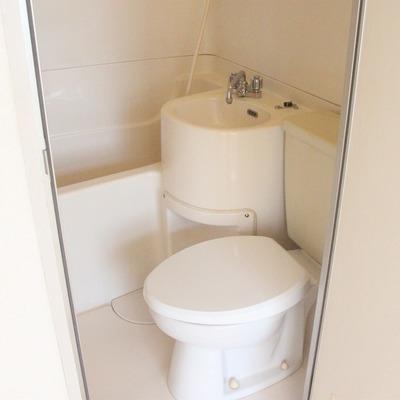 バス・トイレ・洗面台はユニットになってます