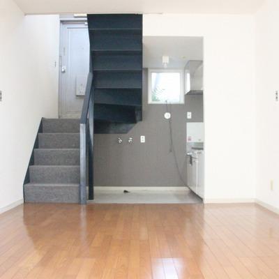 1階にはリビングとキッチンを配置。LDKは12帖