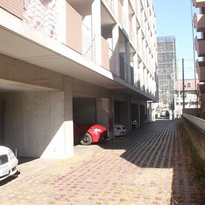 1階には敷地内駐車場も