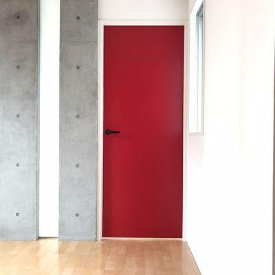 誘う赤い扉!