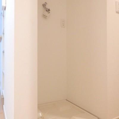 玄関横の洗濯機置き場です