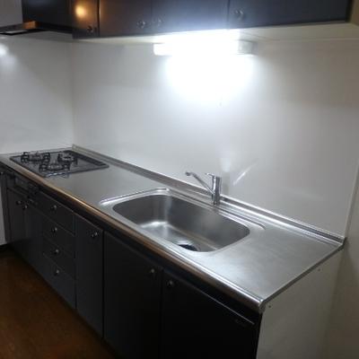 広いキッチンですね!収納スペースもたっぷり