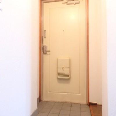 玄関に収納棚などはありませんが、スペースはあります!