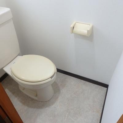 トイレにも窓があるんですよ!