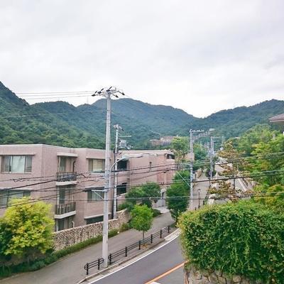 共用階段から見えた山の景色。