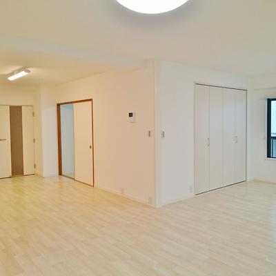 右扉がクローゼット左の襖が和室です。
