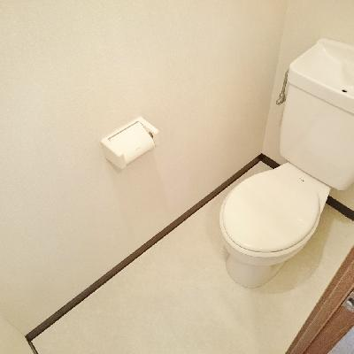 トイレはだいぶゆったりとした空間ですね!