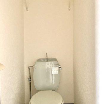 トイレは爽やかなブルーです※写真は通電前のものです