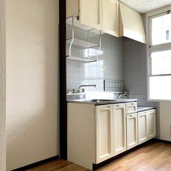 キッチン隣に冷蔵庫が置けますよ