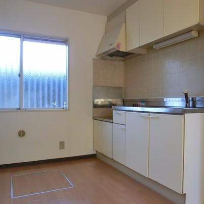 キッチンの隣も窓。