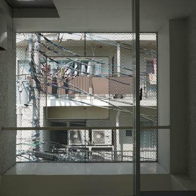 壁全面が窓です。眺望はご容赦を。※写真は別室です