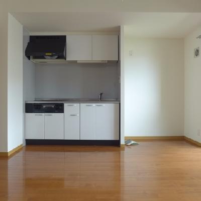 冷蔵庫の横に食器棚も置けそうですね※写真は別部屋