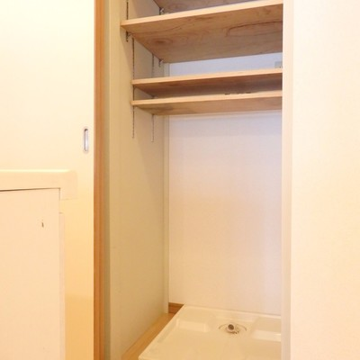 キッチン後ろ、洗濯機置き場