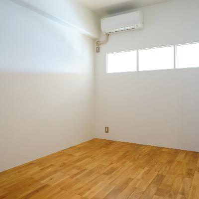 こちらは5.5帖の寝室!