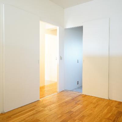 落ち着いたシンプルなお部屋。