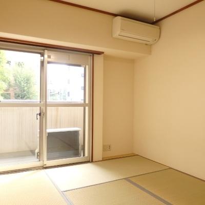 こちらは和室、畳のいい匂い〜