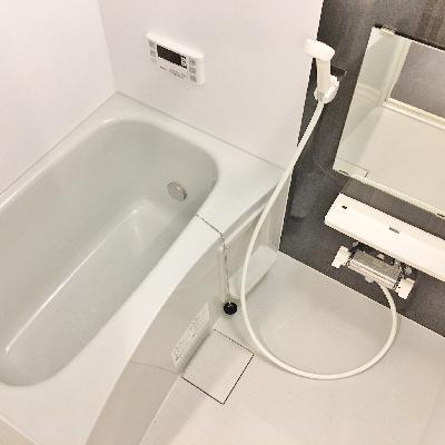 お風呂は意外と広い!
