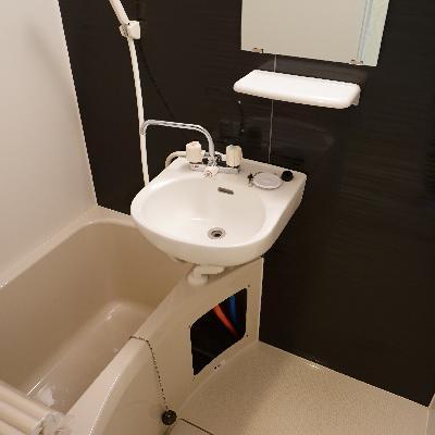 洗面台とお風呂は併設です。
