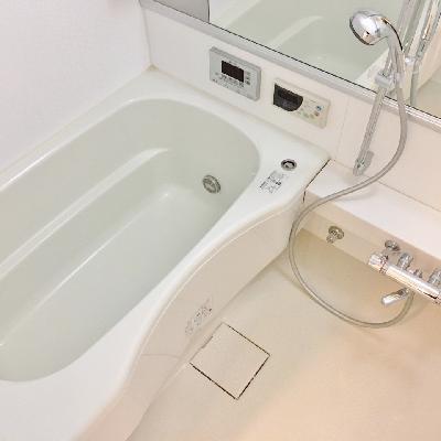 お風呂は広々。