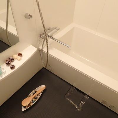 浴室も広めでいい感じ