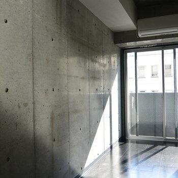 コンクリート好きにはたまらん。※写真は5階の同間取り別部屋です。