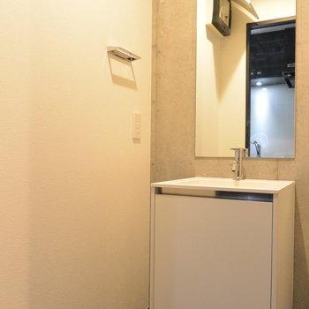 洗面所は広々。※写真は5階の同間取り別部屋です。