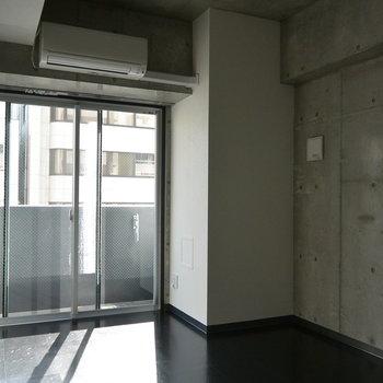 窓からの日差しもいいですね。※写真は5階の同間取り別部屋です。