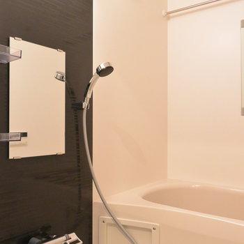 お風呂は落ち着く空間に。※写真は5階の同間取り別部屋です。