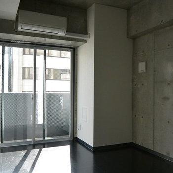 コンクリート好きにはたまらん ※写真は別部屋となります