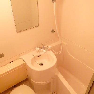 バス・トイレは一緒。その分お部屋の広さがあります