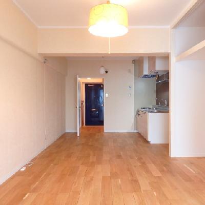 オークの床材を使った12帖の空間