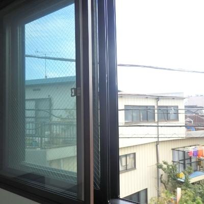 窓が3重になっています