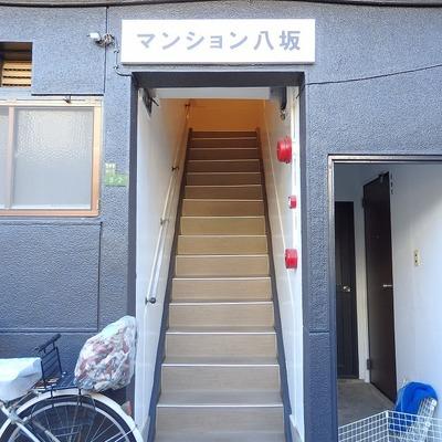 エントランス。この階段を昇っていきます。