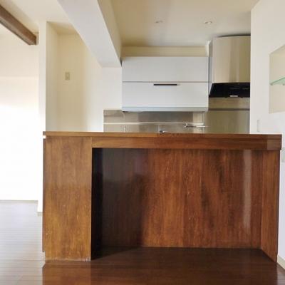 キッチン正面から。