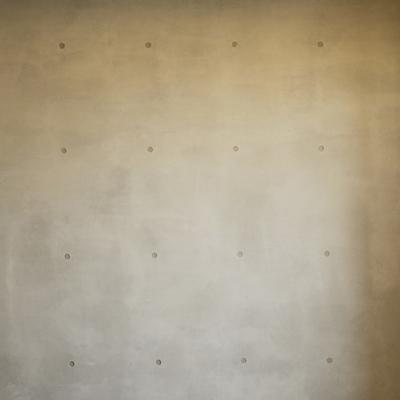 コンクリートの壁。