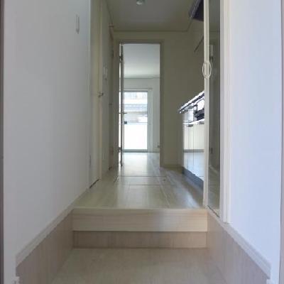玄関〜廊下にかけて※写真は別部屋です