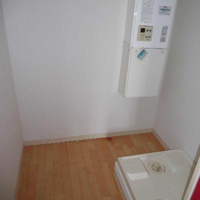 洗濯機と冷蔵庫は同じ空間です*フラッシュ撮影です