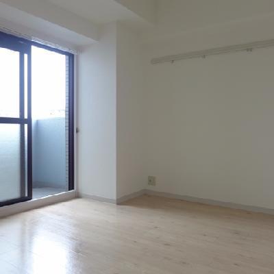 北側の洋室は少し暗め※写真は別部屋