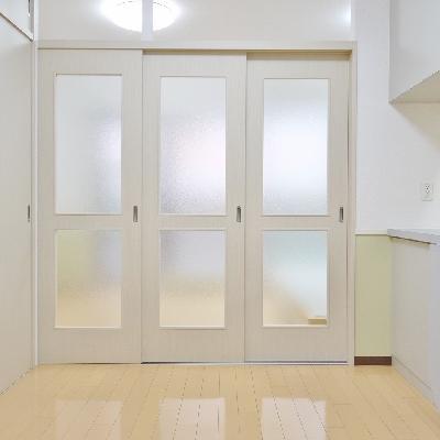 ドアを閉めるとこんな感じになります。